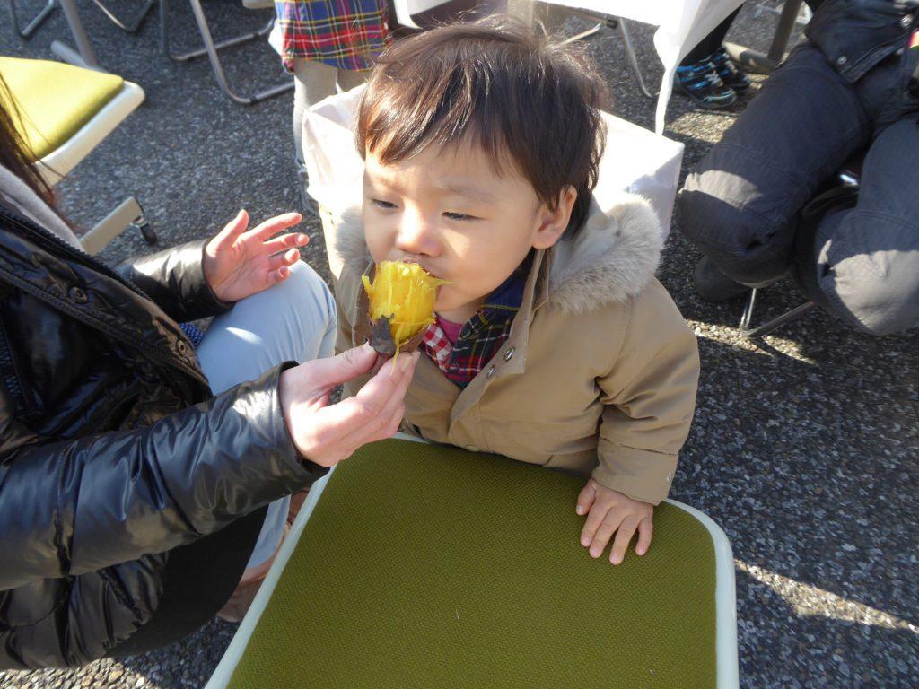 今年から始めた石焼き芋、きれいな黄色いお芋、好評でした