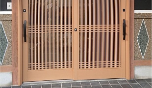 カバー工法で玄関ドアの取替え