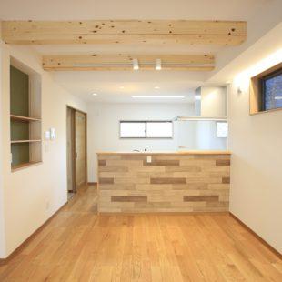 住宅密集地に建つ着ごこちのいい家